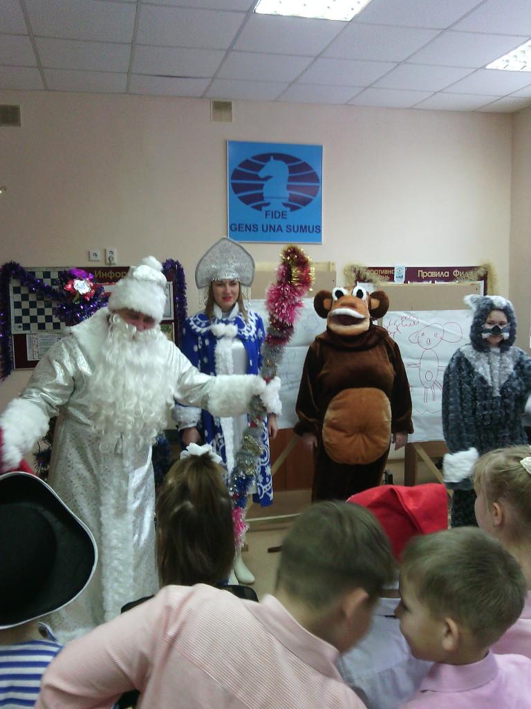 Дед Мороз и обезьяна